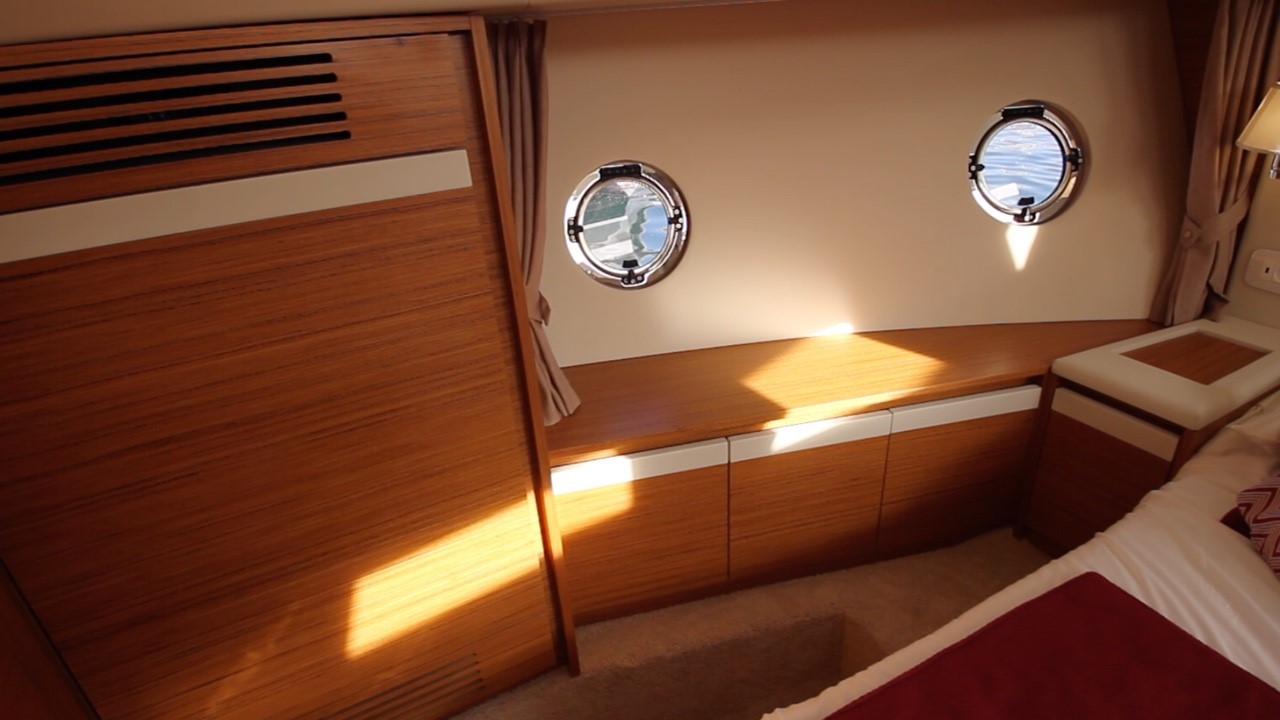 Cabin trunk windows