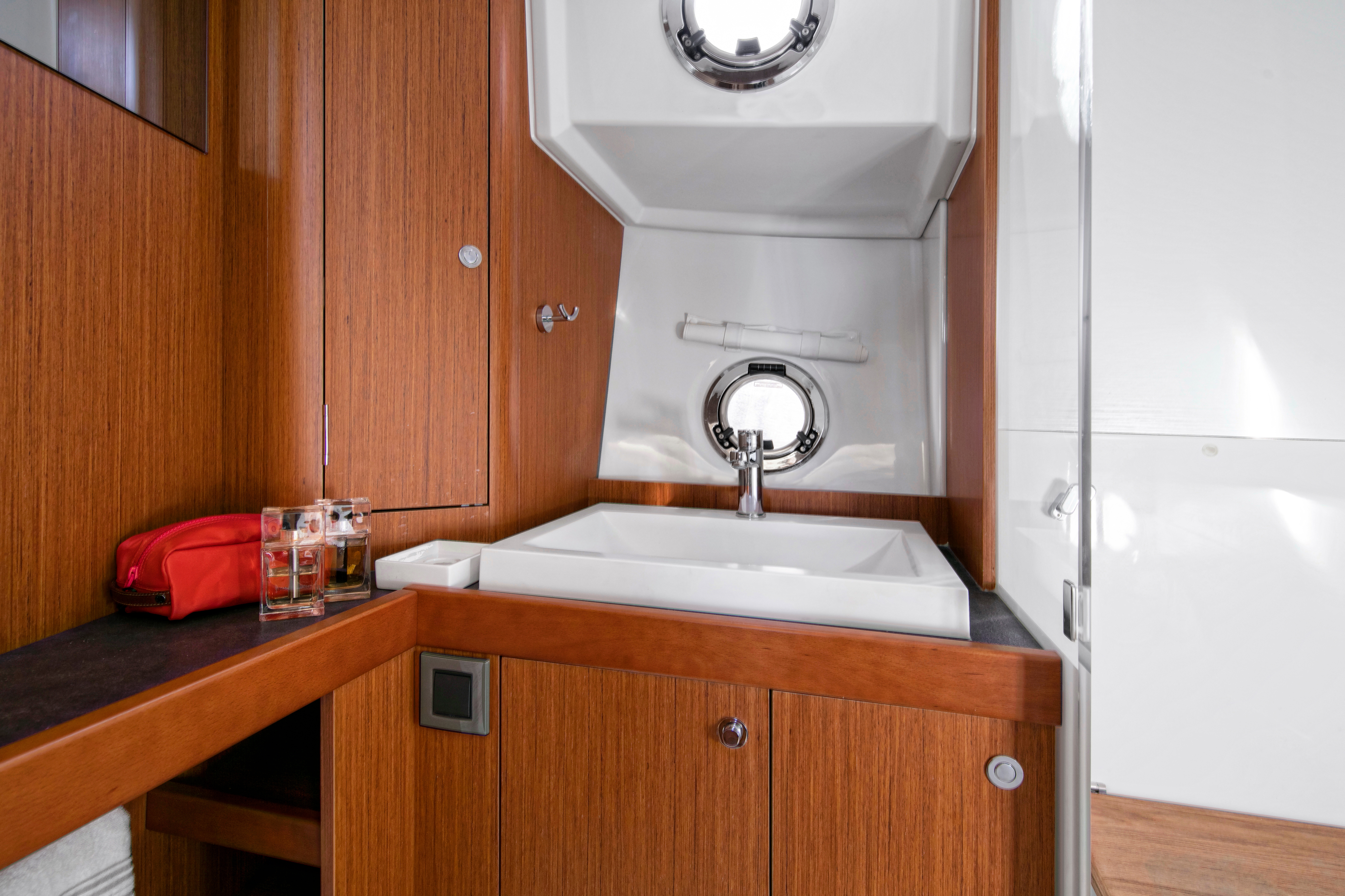 Beneteau Swift Trawler 35 Head Compartment
