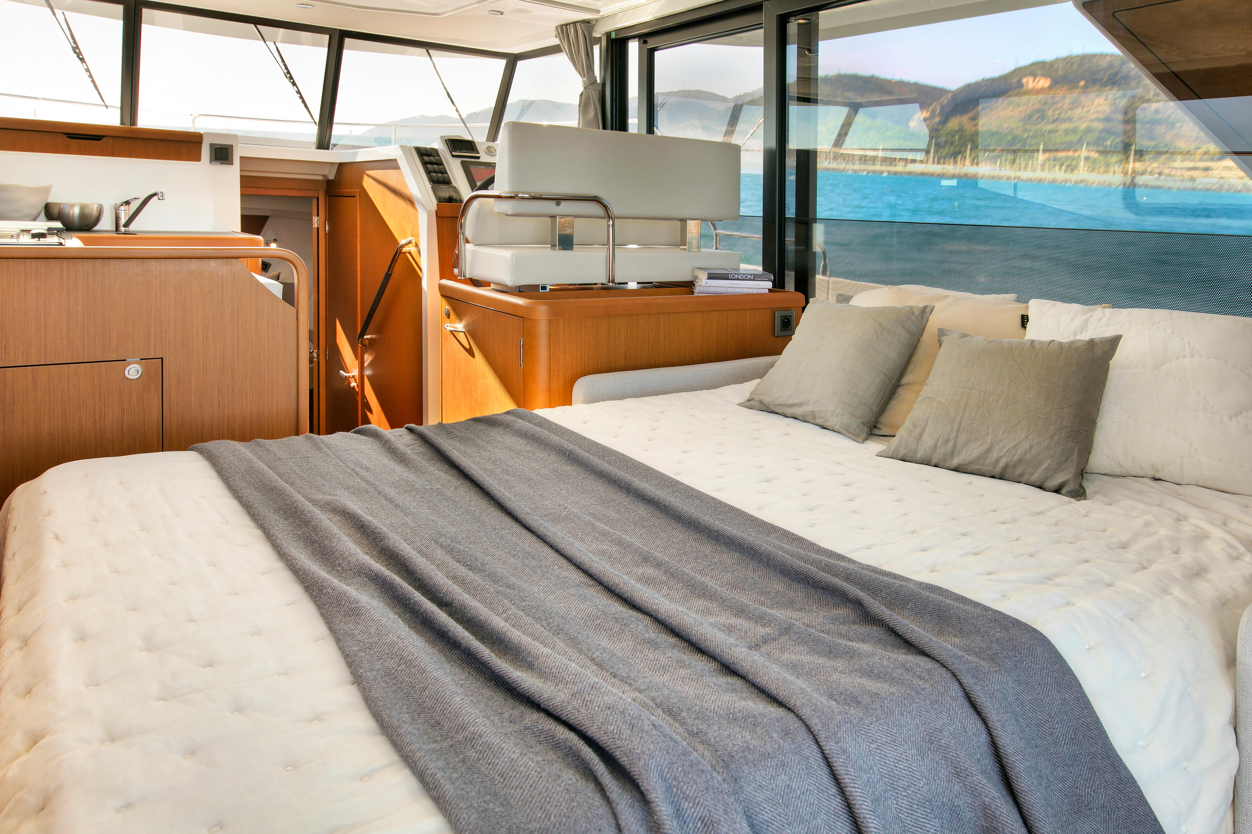Beneteau Swift Trawler 35 Extra Berth