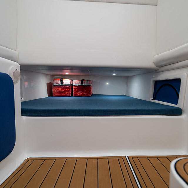 Front Runner 39 CC cabin
