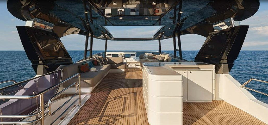 Monte Carlo Yachts 80 from stern