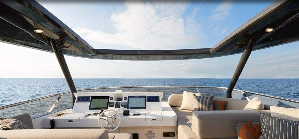 Monte Carlo Yachts 80 fly helm