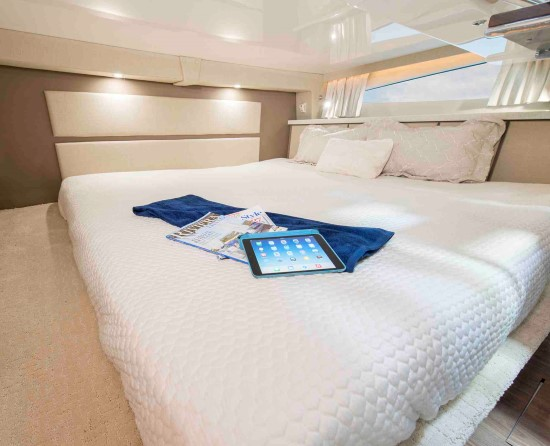 Regal 33 XO berth