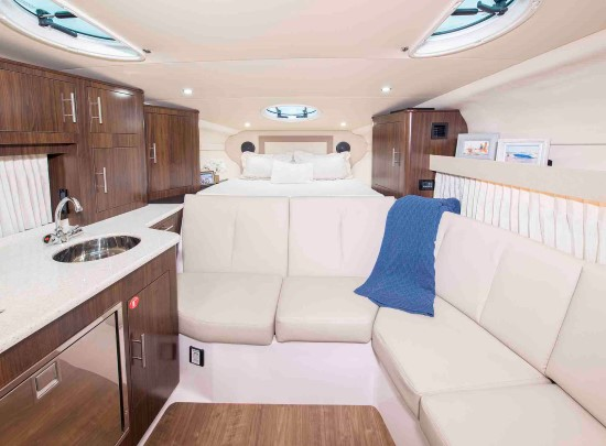 Regal 33 XO cabin