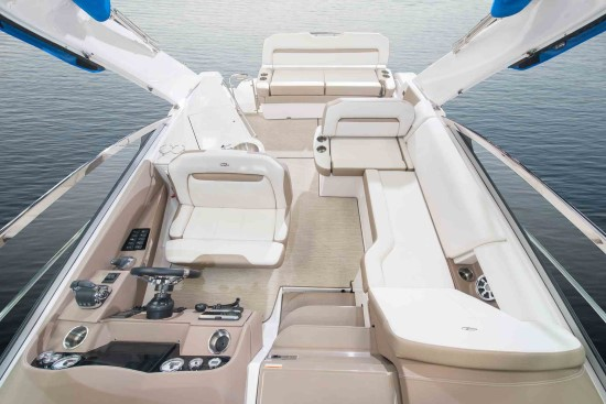 Regal 33 XO interior