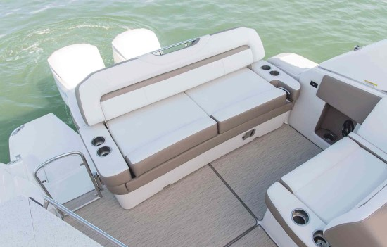 Regal 33 XO stern seat