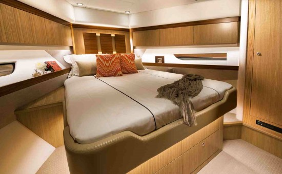 Riviera 575 SUV guest stateroom