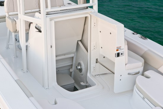 Robalo 246 Cayman center console storage