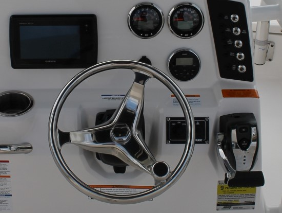 Robalo 246 Cayman digital controls