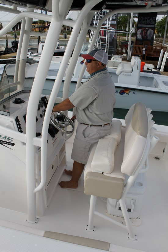 Robalo 246 Cayman standing up position