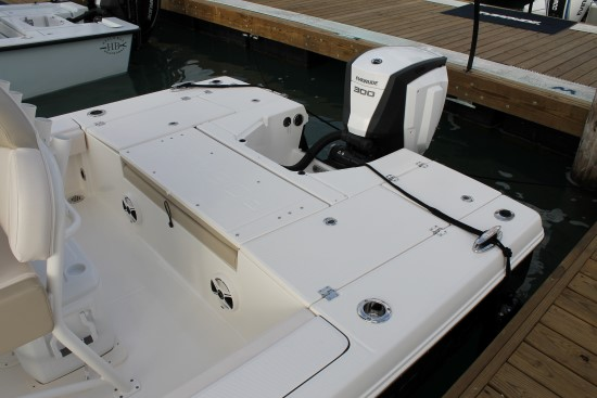 Robalo 246 Cayman stern seating folded