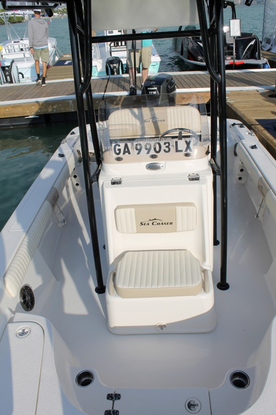 Sea Chaser 23 LX forward seating console