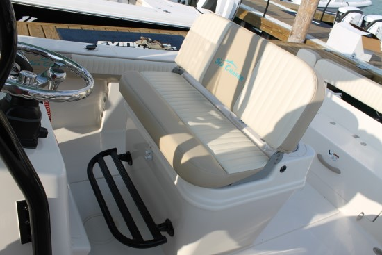 Sea Chaser 24 HFC additional footrest