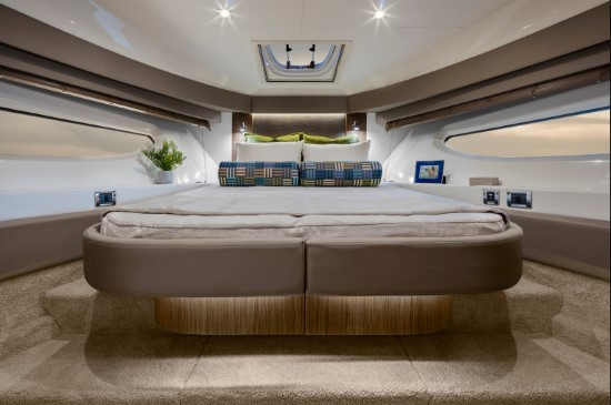 Sea Ray Fly 460 vip stateroom