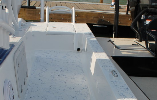 Shallow Sport 25 X3 self-bailing deck
