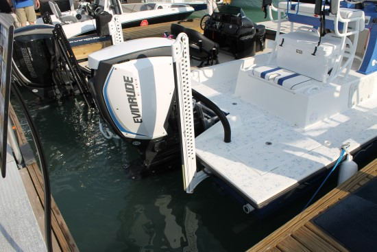 Shallow Sport 25 X3 transom pocket