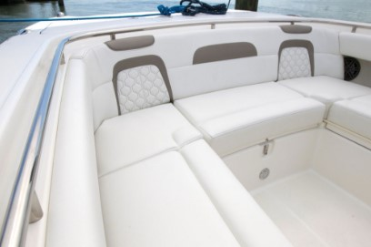 World Cat 280CC-X bow seats