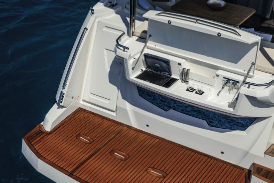 Absolute 58 Fly optional transom grill