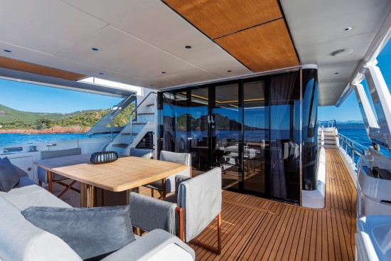 Absolute Navetta 73 gathering area