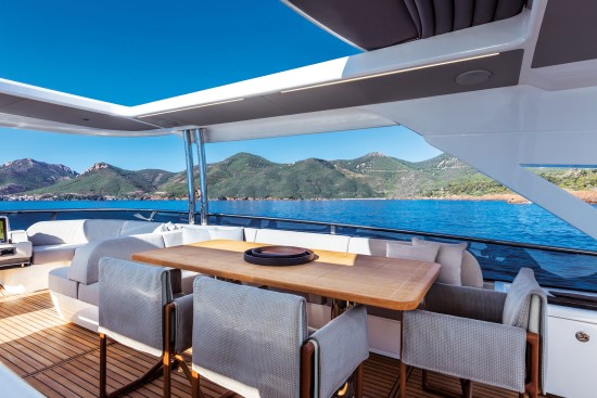 Absolute Navetta 73 al fresco dining