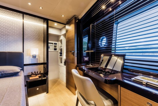 Absolute Navetta 73 stateroom entry