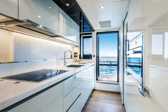 Absolute Navetta 73 narrow galley