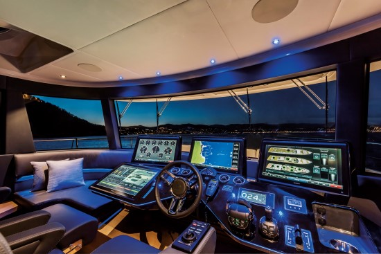 Absolute Navetta 73 helm station