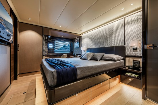 Absolute Navetta 73 hull side windows