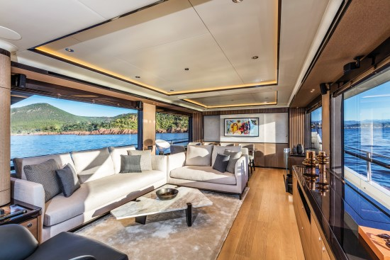 Absolute Navetta 73 salon