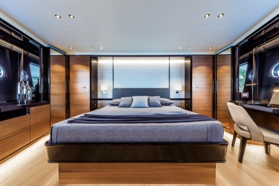 Absolute Navetta 73 full beam stateroom