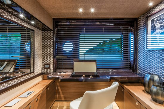 Absolute Navetta 73 vanity area