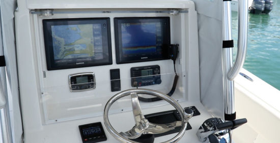 Andros Boatworks Offshore 32 helm