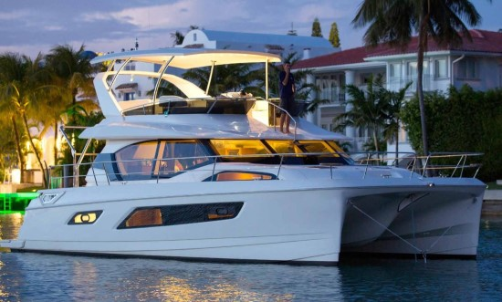 Aquila 44 sporty look