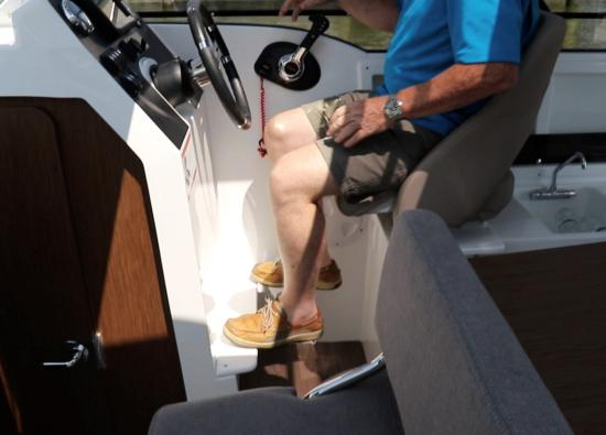 Beneteau Antares 23 foot rest