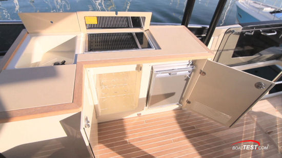 Beneteau Monte Carlo 6 entertainment center