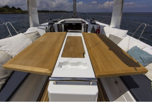 Beneteau Oceanis 35.1 cockpit table