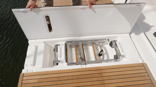 Beneteau Oceanis Yacht 62 center section
