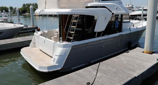 Beneteau Swift Trawler 35 docking