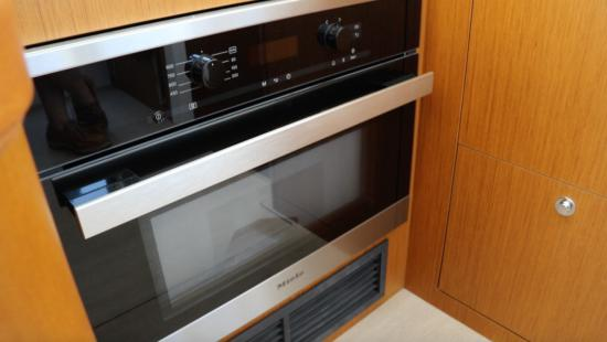 Beneteau Swift Trawler 35 microwave