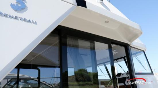 Beneteau Swift Trawler 35 shelter