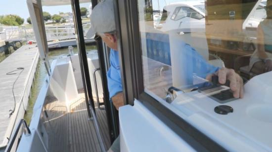 Beneteau Swift Trawler 35 side door