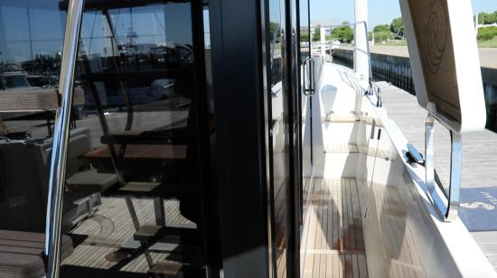 Beneteau Swift Trawler 35 side deck
