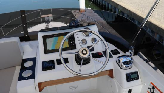 Beneteau Swift Trawler 35 upper helm