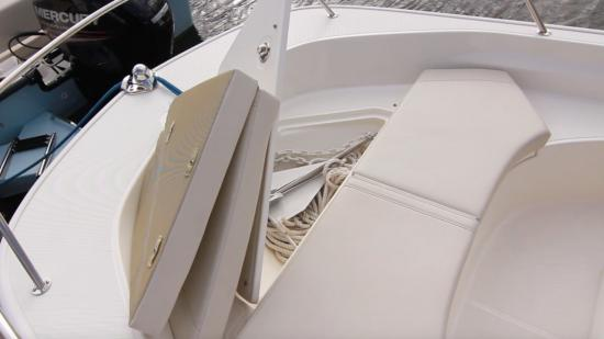 Boston Whaler 170 Montauk forward fish box