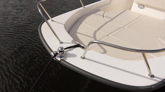 Boston Whaler 170 Montauk bow rail