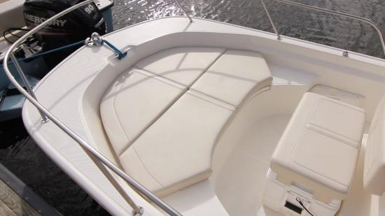 Boston Whaler 170 Montauk casting deck