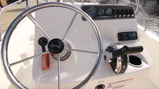 Boston Whaler 170 Montauk steering wheel
