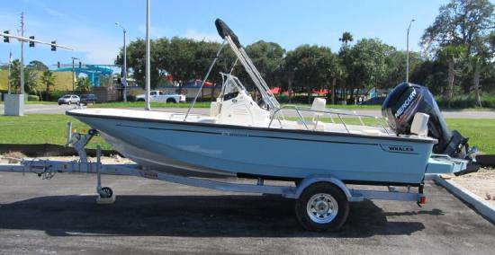 Boston Whaler 170 Montauk trailer