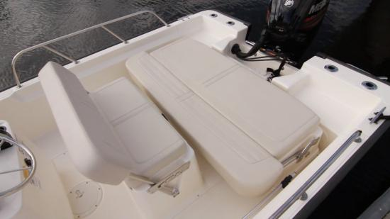 Boston Whaler 170 Montauk transom
