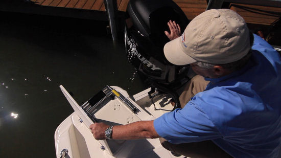 Boston Whaler 210 Dauntless reboarding ladder